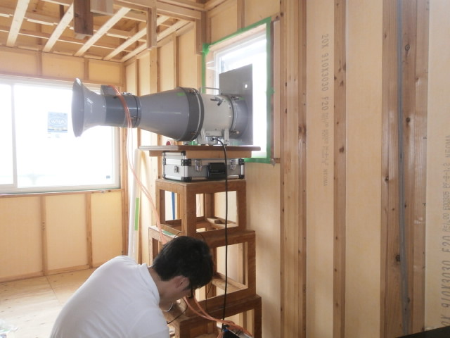 気密試験|高気密住宅|上越・糸魚川・妙高で建てる木の家|注文住宅工務店|新築・リフォーム|キノイエ|