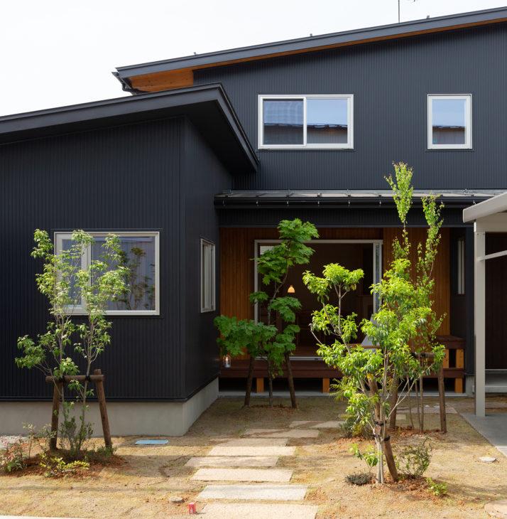 |玄関アプローチ|上越・糸魚川・妙高の工務店|新築・リフォーム|自然素材の注文住宅|キノイエ|カネタ建設|