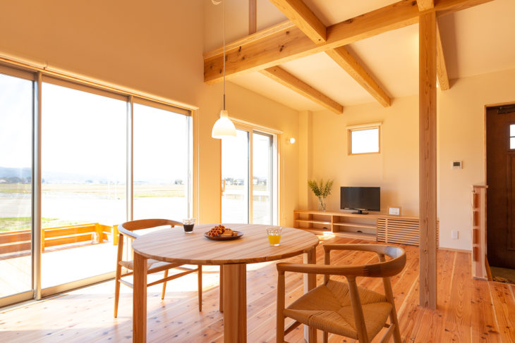 |糸魚川産杉|オリジナル家具|テーブル|上越・糸魚川・妙高の家づくり|木の家をつくる工務店|新築・リフォーム|自然素材の注文住宅|キノイエ|カネタ建設|高気密高断熱|パッシブデザイン|